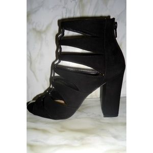 Wild Diva Black Strappy Chunky Block Heels NWOT